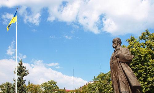 ukrainian flag and statue of Taras Shevchenko